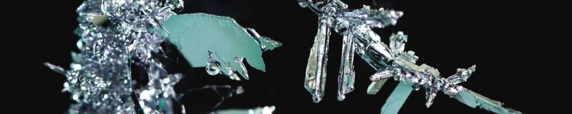 Timelapse do nascimento de cristais metálicos