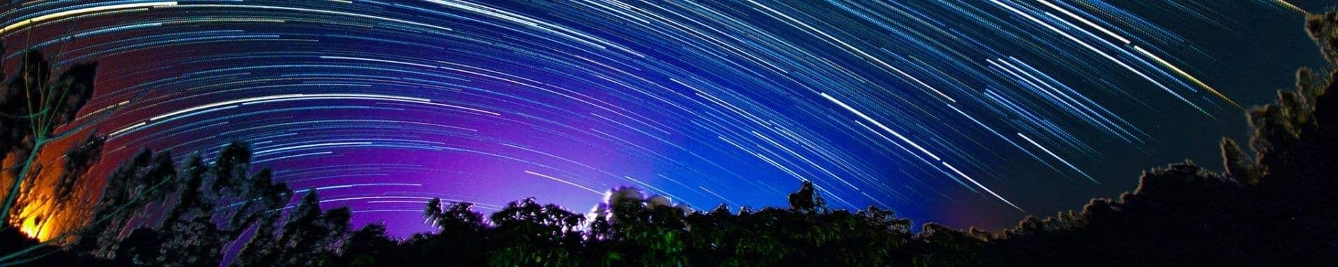 Time lapse do ceu noturno